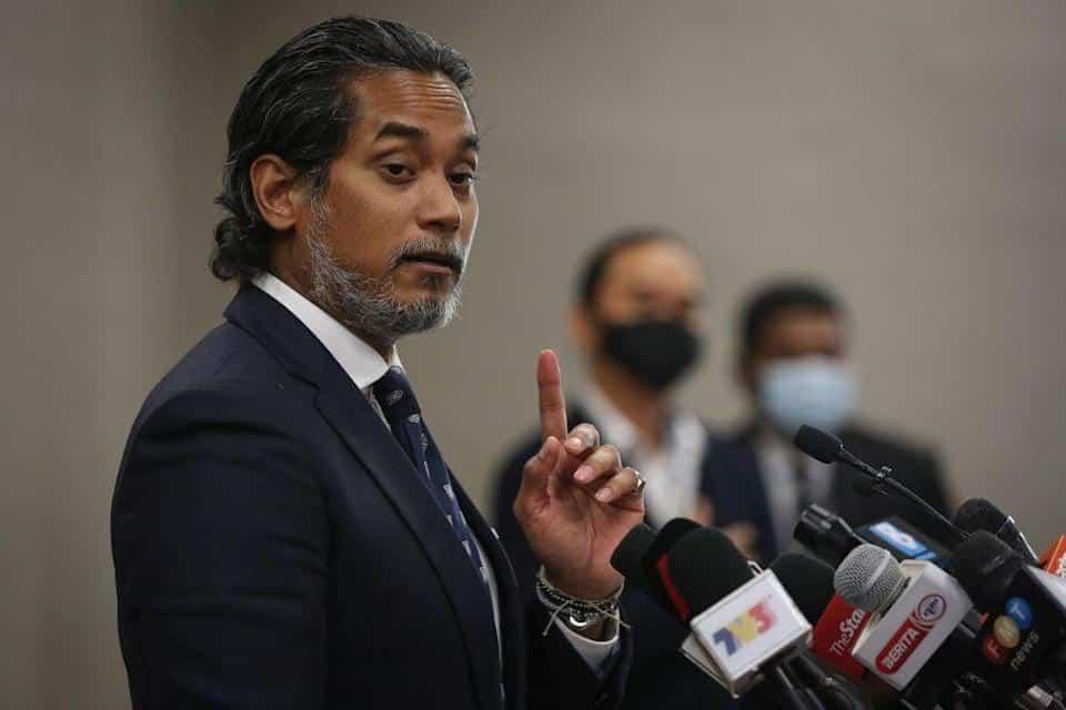 """""""Saya tiada masa nak main politik"""" – Khairy"""
